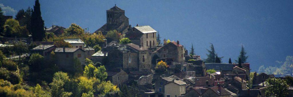 Contrejour sur l'église Saint-Sauveur de Liaucous